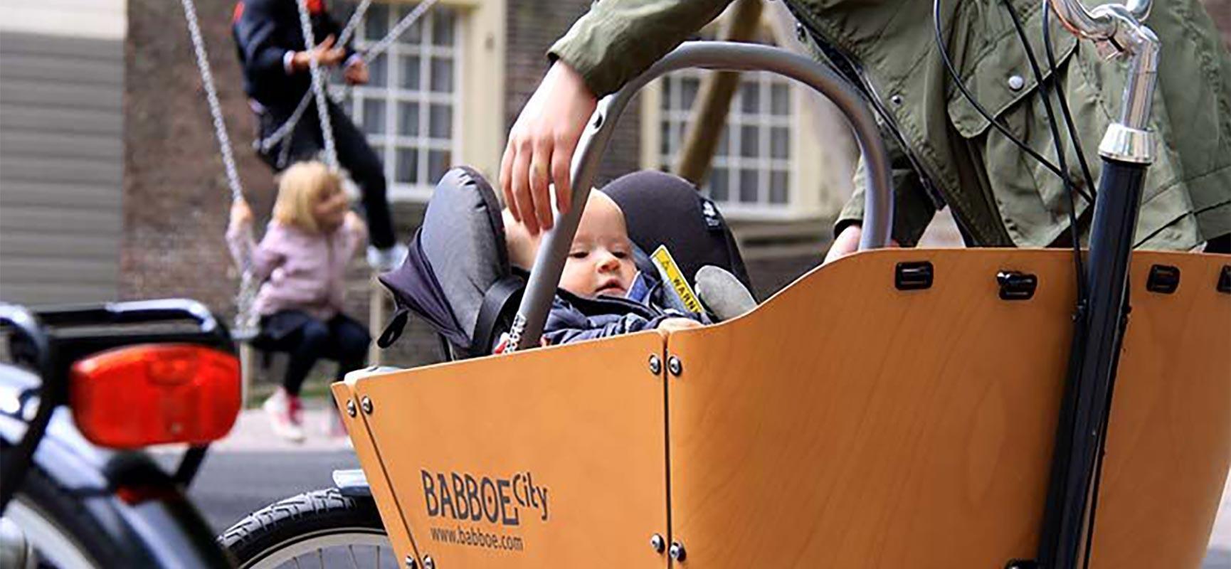 Le premier voyage de bébé en vélo cargo