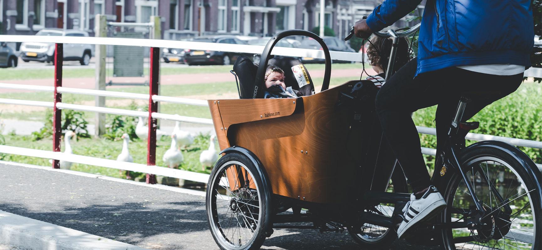 Faire du vélo avec bébé